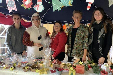 Plätzchen, Punsch und Kreatives: Viele Besucher beim Weihnachtsmarkt