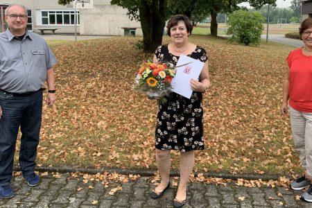 Au revoir et à bientôt! – Lehrerin Ulrike Schmidt-Ropertz in den Ruhestand verabschiedet